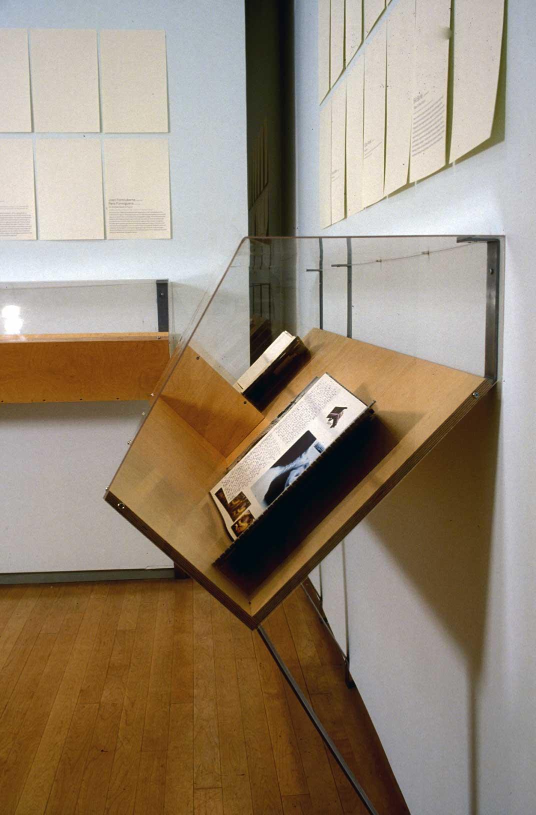 Open/Closed Book/Case